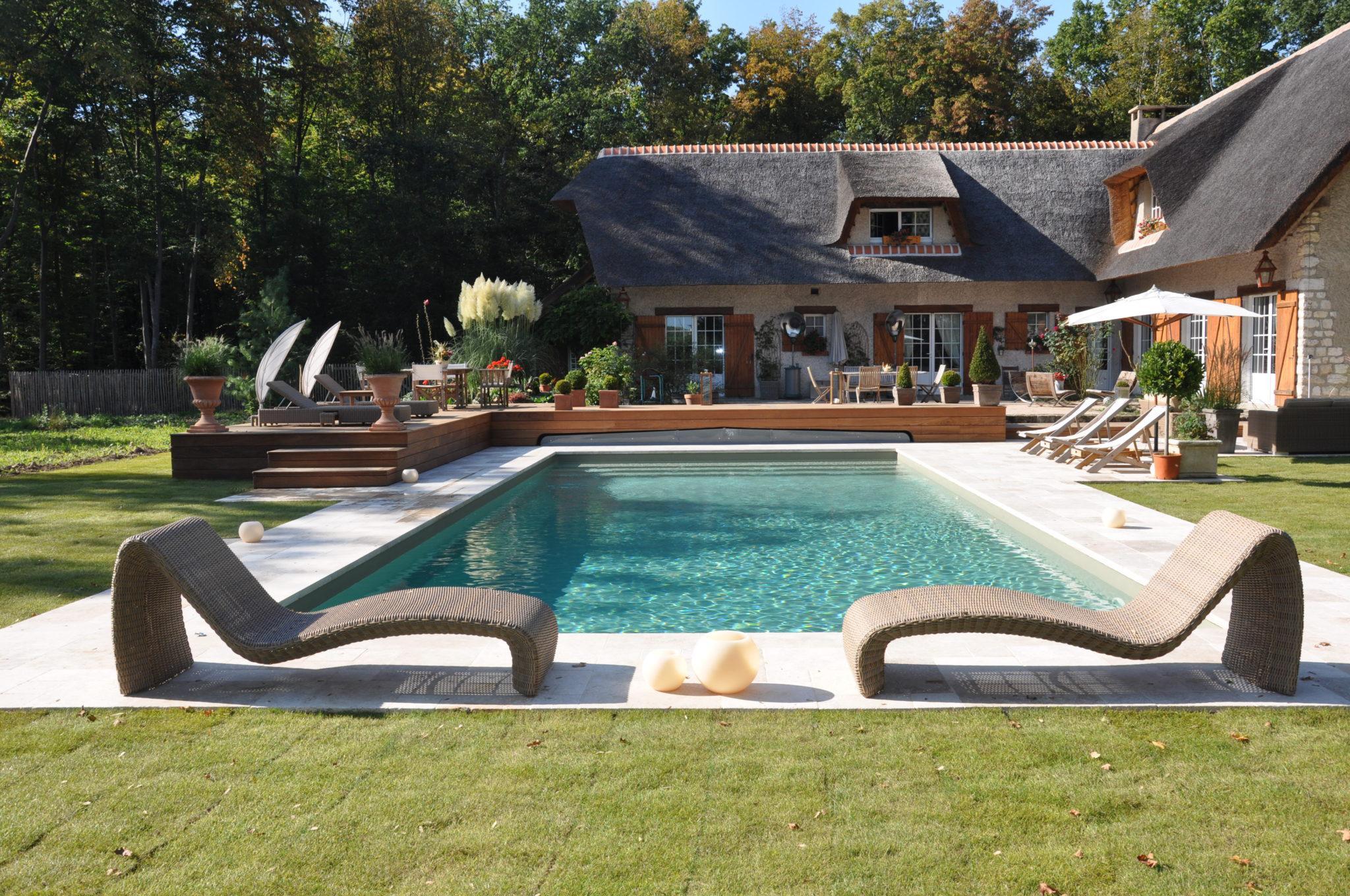 charlet piscine domaine des sources anzre cvs et domotic en cour u domaine charlet les biolirs. Black Bedroom Furniture Sets. Home Design Ideas